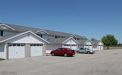 Midvale Townhomes and Apartments in Janesville - 2 Bedroom Townhomes