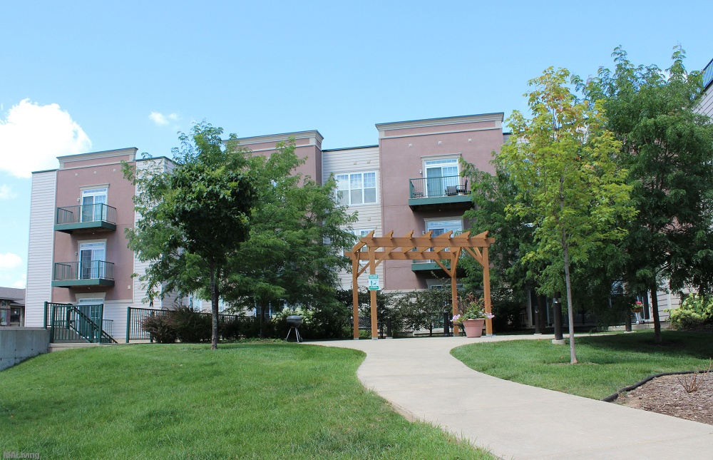 Lions gate apartment homes madison wi apt madison for Apt theater schedule