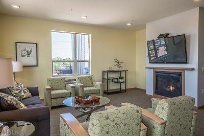Wingra Point Residences - Tastefully Furnished Community Room